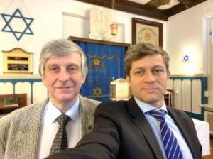 Foto: Herr Aaron Saug und Herr Wadim Leiter in der Synagogengemeinde Magdeburg.